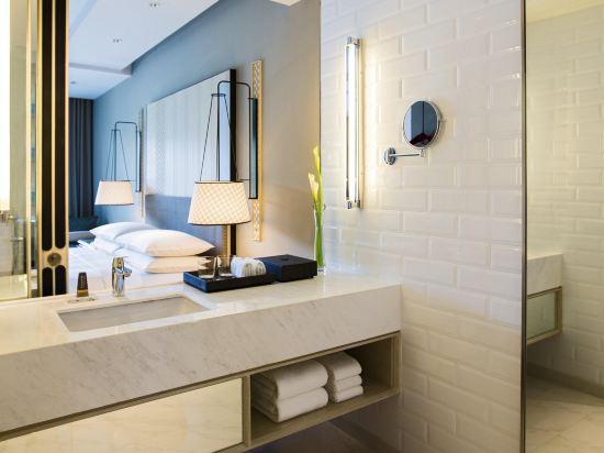 華欣萬豪水療度假村(Hua Hin Marriott Resort & Spa)豪華泳池露台房