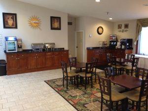 拉丁斯套房酒店(Radiance Inn & Suites)