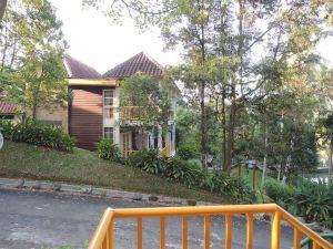 棉蘭德利河酒店和歐蘭達餐廳(Hotel Deli River and Restaurant Omlandia Medan)