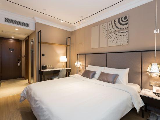 和頤至尊酒店(上海南京西路地鐵站店)(Yitel Premium (Shanghai Jing'an Nanjing West Road))至尊高級大床房