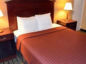 底特律市中心河濱城套房汽車旅館(Rivertown Inn & Suites Downtown Detroit)