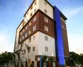 白樹行政套房酒店