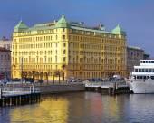 聖彼得堡瓦西里萬怡酒店