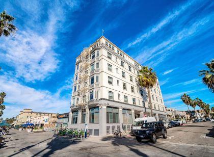 Hotels Near Venice Beach Boardwalk