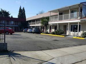 尤金快捷旅館&套房酒店(Express Inn & Suites Eugene)