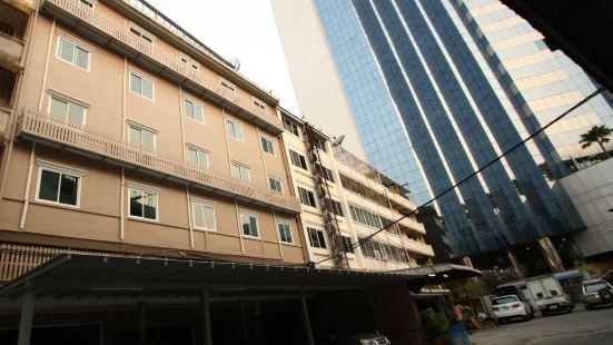 SPN 拉差達廣場酒店