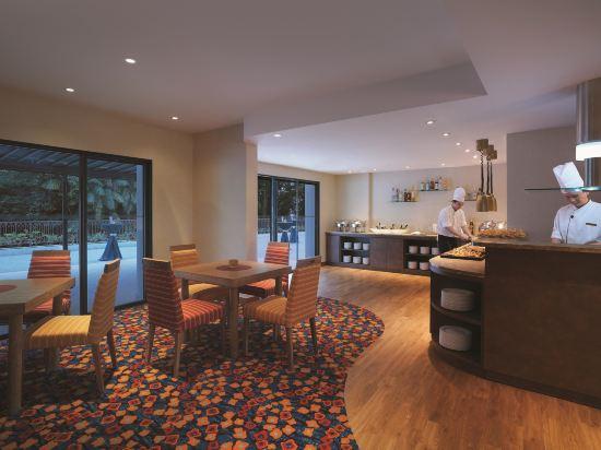 新加坡香格里拉聖淘沙度假酒店(Shangri-La's Rasa Sentosa Resort & Spa)酒吧