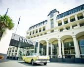 皇后鎮雷吉斯萊克蘭度假酒店