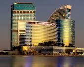 迪拜狂歡城皇冠假日酒店