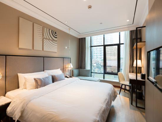 和頤至尊酒店(上海南京西路地鐵站店)(Yitel Premium (Shanghai Jing'an Nanjing West Road))至尊景觀大床房