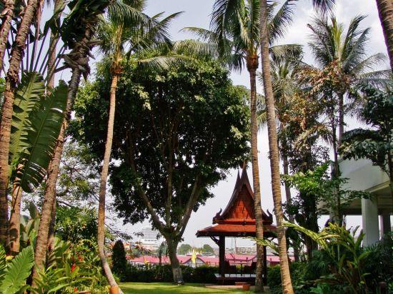 曼谷河畔安納塔拉度假酒店(Anantara Riverside Bangkok Resort)院子