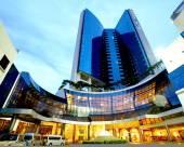 蒙天河畔酒店
