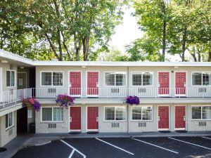 尤金市中心校園套房酒店(Campus Inn & Suites Eugene Downtown)