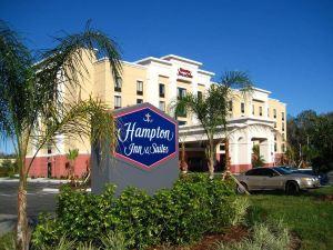 坦帕韋斯利禮拜堂希爾頓歡朋旅館&套房酒店