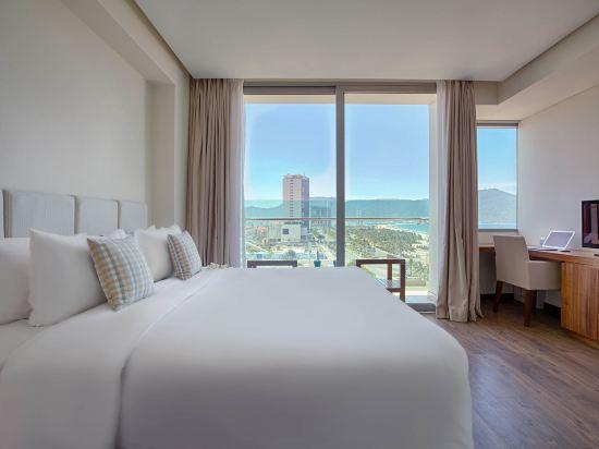 樂卡爾特峴港海灘酒店(A La Carte Da Nang Beach)海景兩卧高明亮行政套房