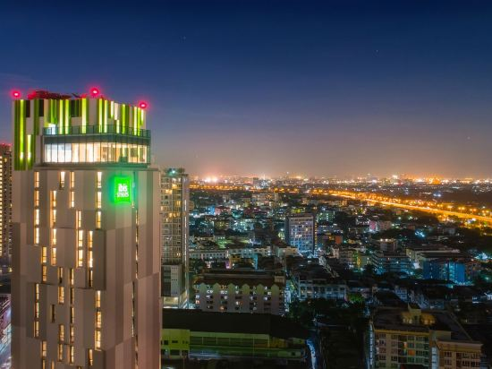 宜必思尚品曼谷素坤逸康福酒店(Ibis Styles Bangkok Sukhumvit Phra Khanong)外觀