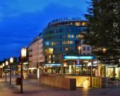 柏林多米希爾金色鬱金香酒店