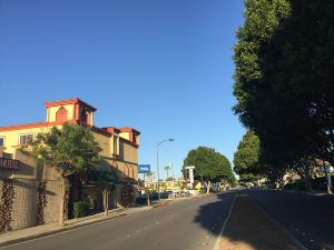 羅德威旅館 - 帕薩迪納(Rodeway Inn & Suites - Pasadena)