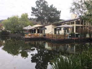 鶉園度假酒店及高爾夫俱樂部(Quail Lodge & Golf Club)