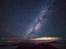 徒步登山·徒步四人同2日行|拍星空银河+看日出云海(媲美达瓦更扎、牛背山),专业领队/向导带领+营地早晚餐,行到山穷处,坐观云起时,用脚步记录生活。