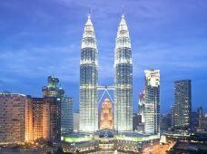 马来西亚吉隆坡+怡保+槟城6日5晚半自助游(4钻)·【吉隆坡深度游+夜航浪漫蓝眼泪+怡保迷失乐园惬意泡温泉+探索槟城美景美食】·一睹吉隆坡怡保槟城美景,大饱眼福