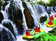 清远2日1晚跟团游·古龙峡全程漂、古龙九瀑、银盏温泉、原生态水果园任摘任吃、畅游北江三峡品质游