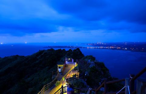 偶来小路徒步旅行以及无数的节日,在济州岛,有足够的风景可以浏览,有
