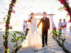 全球婚礼·马尔代夫2天1晚·神仙珊瑚岛MEERUBAR沙滩婚礼+婚纱照拍摄套系(热带风情纱幔+婚礼团队13对1服务+现场撒花)