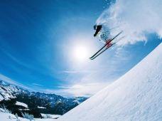 滑雪·哈尔滨+亚布力新体委滑雪场4日3晚私家团『冰雪嘉年华』2晚豪滨假日酒店/享贵族VIP不限时滑雪/赠送雪上飞碟、雪地碰碰车、抽冰嘎、滑冰刀等15项娱雪玩法