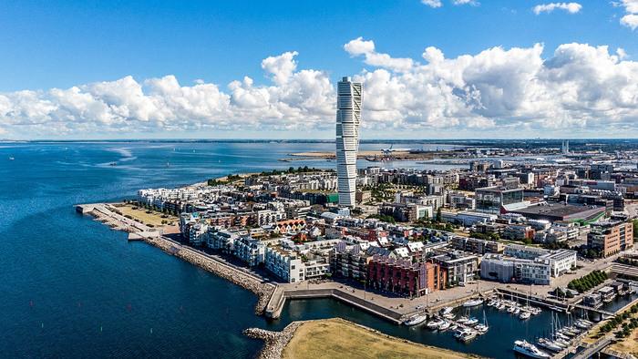 丹麥+瑞典厄勒海峽大橋+哈姆雷特城堡+赫爾辛格舊城區+中世紀德隆+馬爾默一日遊