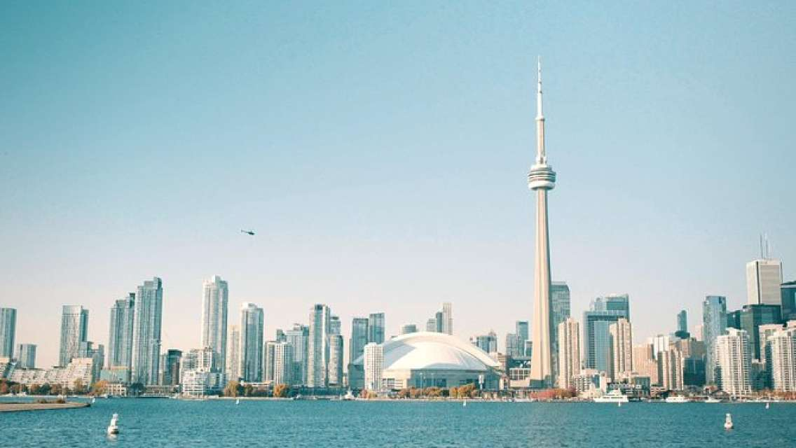 Small Group Ultimate Toronto Tour - Private Safe Tour