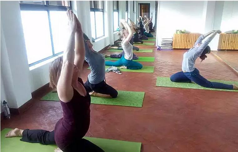 加德滿都曼德拉工作室瑜伽課程