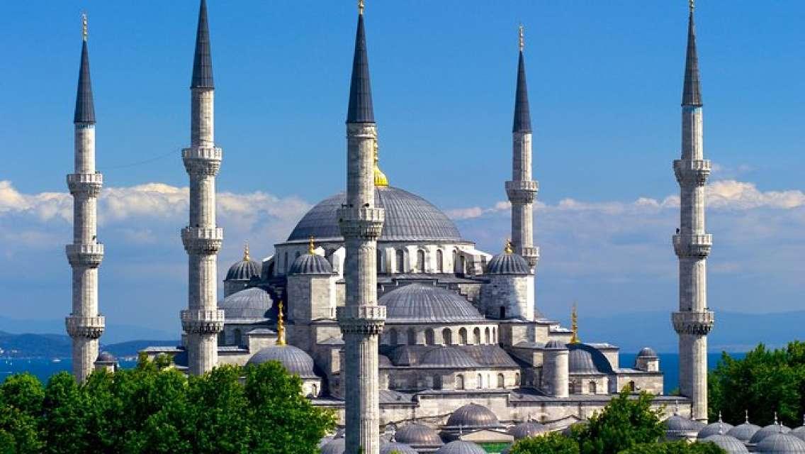 Full Day: Classic Istanbul Tour Including Blue Mosque, Hippodrome, Hagia Sophia and Topkapi Palace