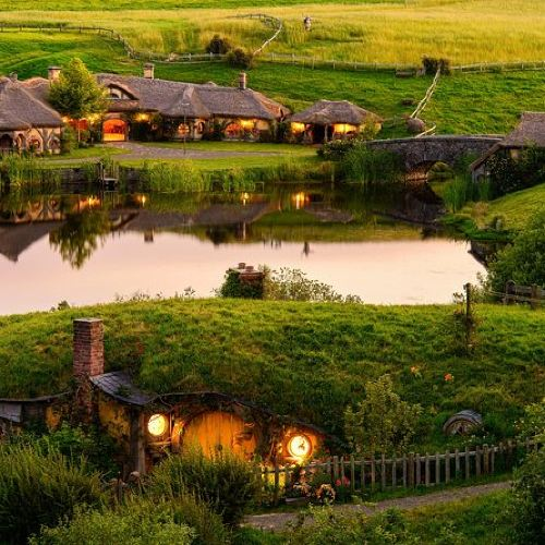 Hobbiton and Waitomo Caves Small Group Tour from Auckland