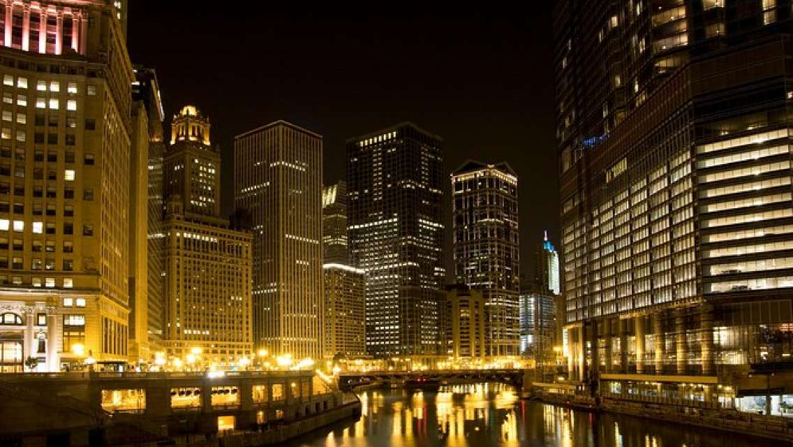 Chicago River Ghosts and Gangsters Kayak Tour