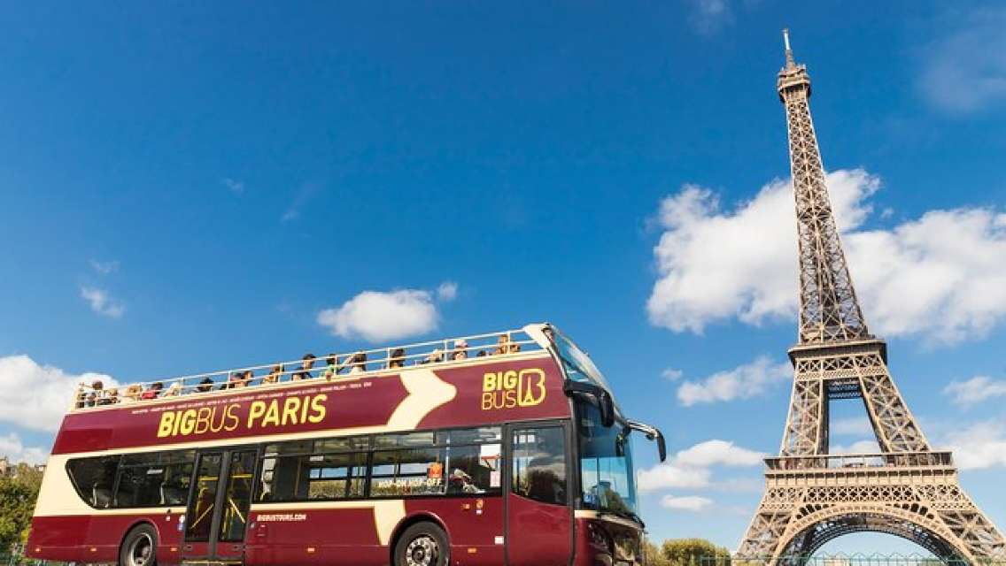 乗り降り自由のパリ市内観光Big Busツアー