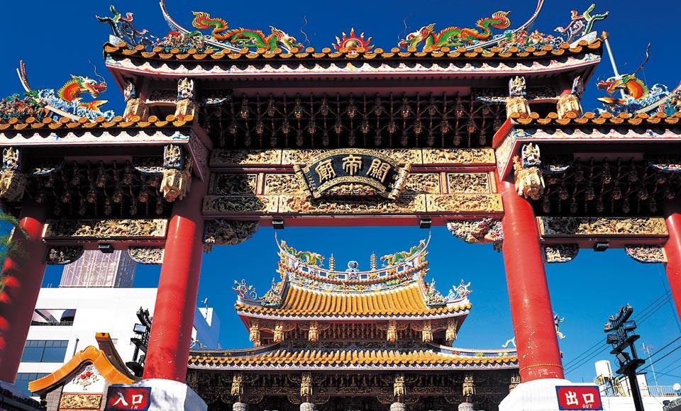 横浜三渓園と横浜中華街・関帝廟 と鎌倉観光名所巡り