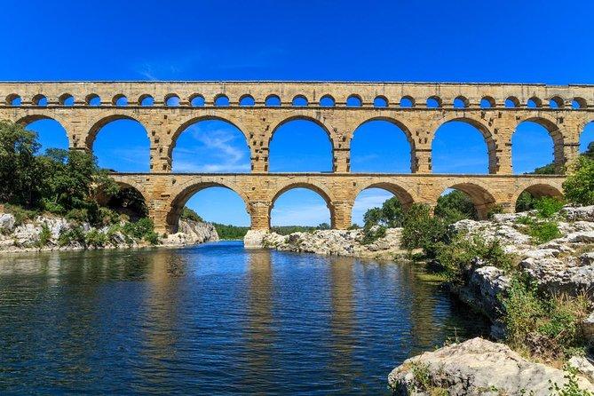 Avignon, Les Baux de Provence and Chateauneuf-du-Pape Day Trip from Aix