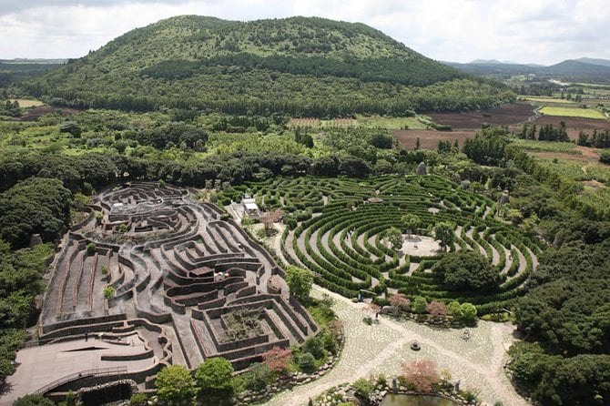 Jeju Maze Land Discount Ticket With Private Transfer(One way, Round trip)