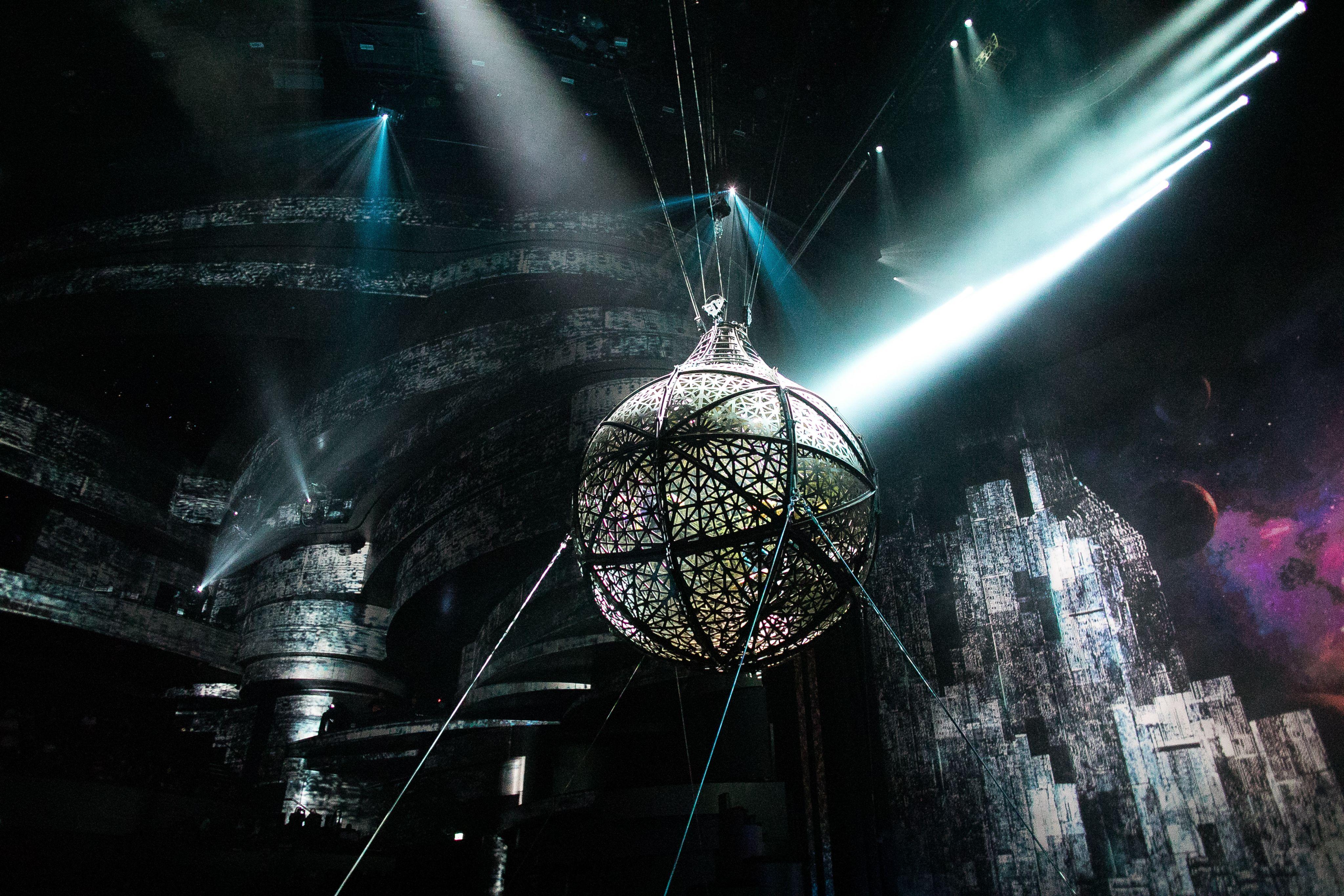 세계 최초 아쿠아씨어터에서 펼쳐지는 숨막히게 화려한 공연 La Perle