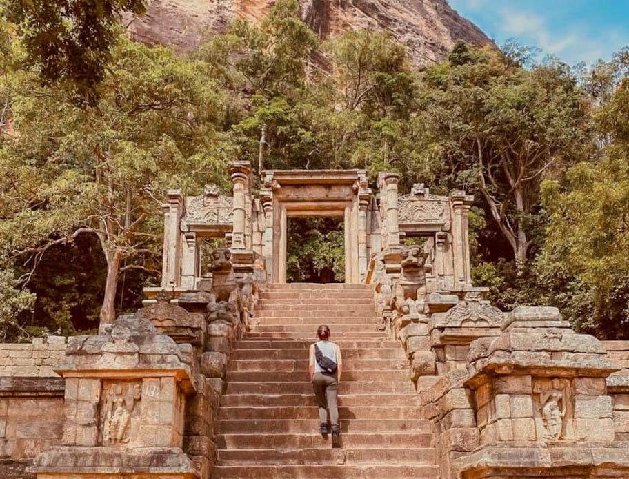3 Ancient Kingdoms (Yapahuwa kingdom, Dambadeniya kingdom and the Panduwasnuwara kingdom) from Colombo (Private Day Tour)