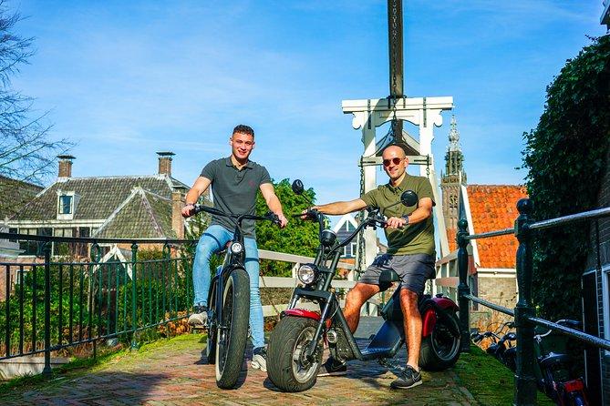 E-scooter tour 2.5 hours including coffee cake and cultural stop Volendam & Edam