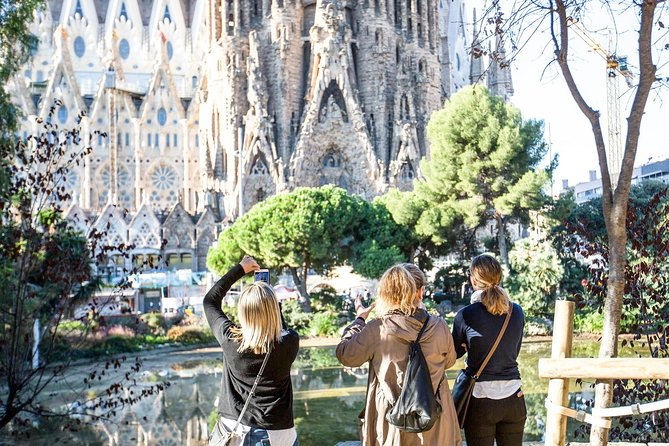 Priority Access: Barcelona Sagrada Familia Tour with Optional Tower Entry