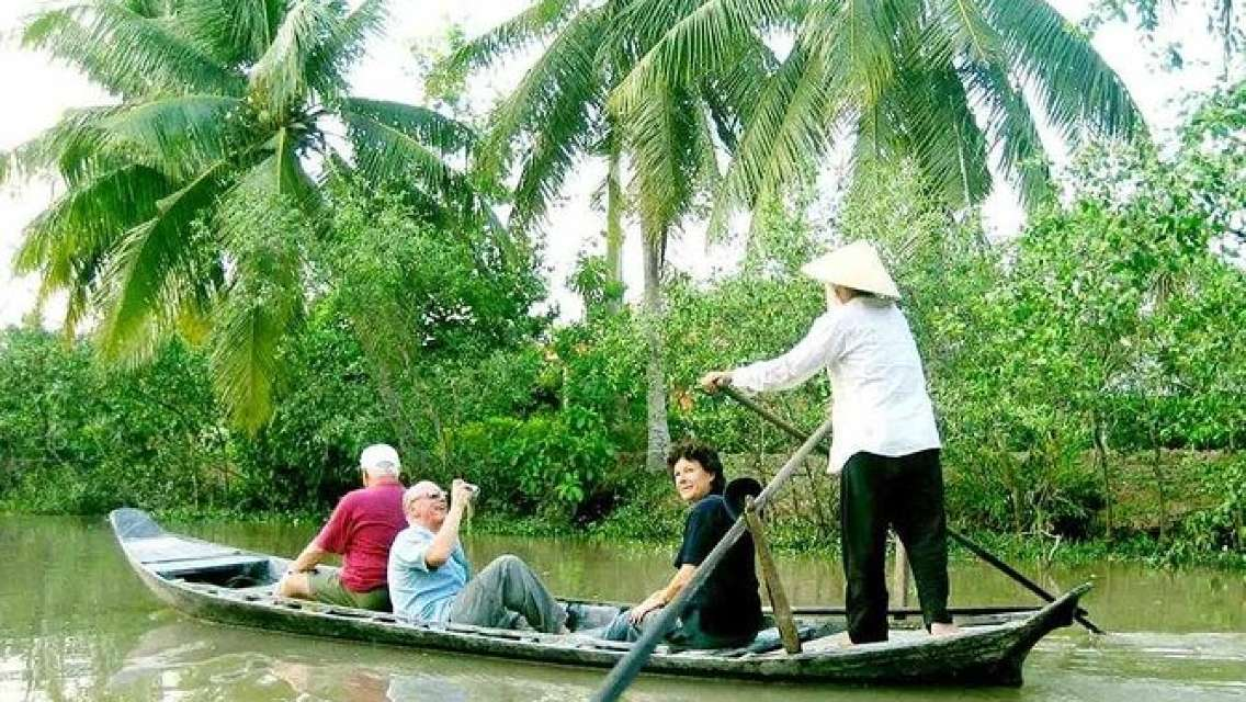 COMBINED MEKONG DELTA and CU CHI TUNNEL DELUXE SMALL GROUP FULL DAY MAX 12 PAX