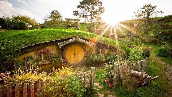 Hobbiton Movie Set and Waitomo Glowworm Caves Small-Group Day Tour From Rotorua