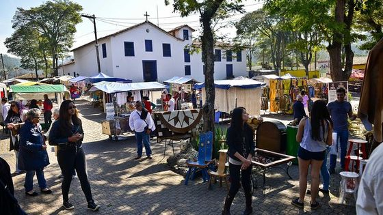 Private 4-hour Tour of Embu das Artes with Handicraft Market