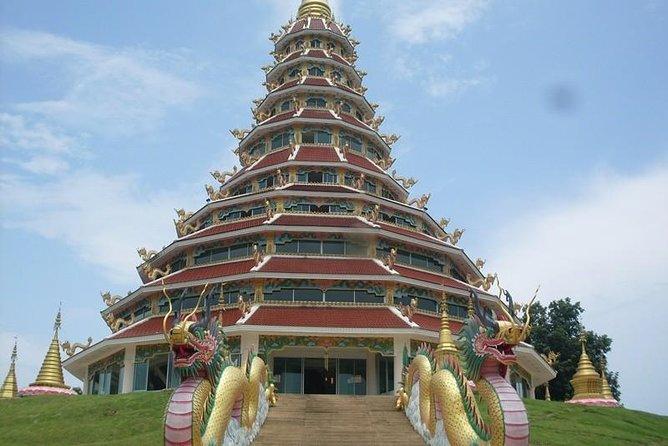 チエンラーイの寺院まで、チェンマイからランチ付きプライベートツアー