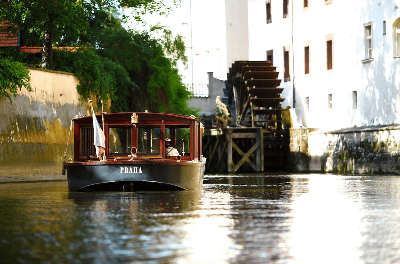 享受午後浪漫約會   捷克布拉格伏爾塔瓦河遊船