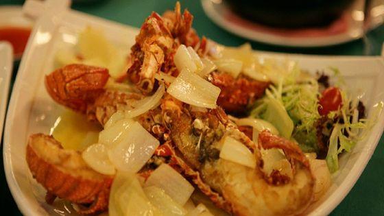 香港 漁民文化村<Lamma Fisher Folk>+「天虹レストラン」の海鮮中華ディナー+ビクトリアハーバー+シンフォニー・オブ・ライツ観賞