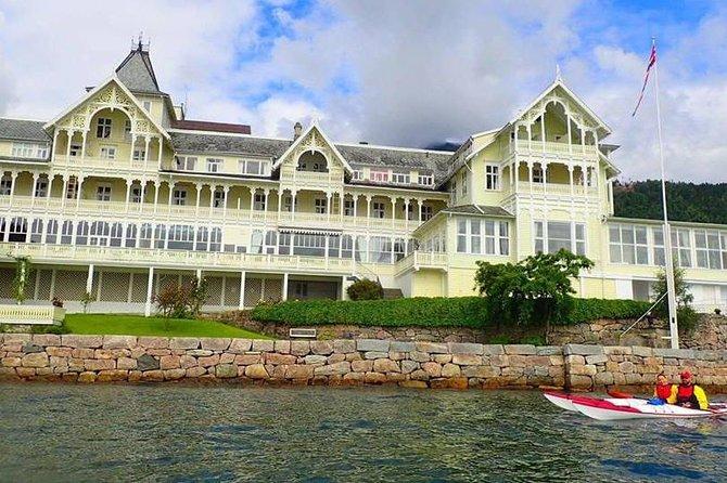 Guided kayak tour in Balestrand